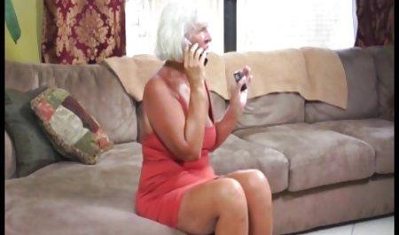 Una chica delgada con apetitosos maduras culonas infieles senos y con Bobby.