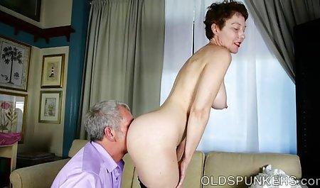 La esposa de maduras peludas culonas la difusión de sus piernas en frente de todo el personal